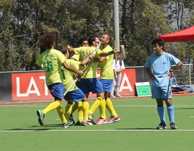 Pacheco comemora o gol brasileiro contra os uruguaios