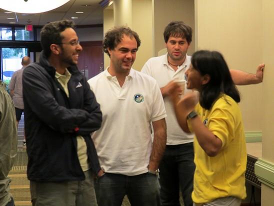 Thiago de Mattos conversa com outros participantes