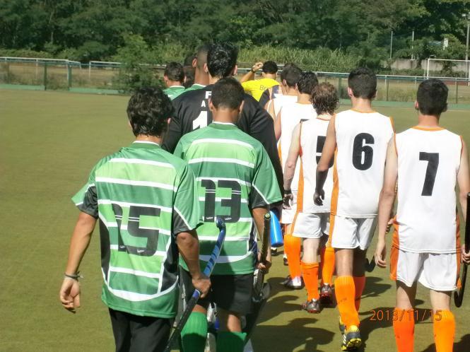 Jogadores do Desterro B e Rio Hóquei entram em campo