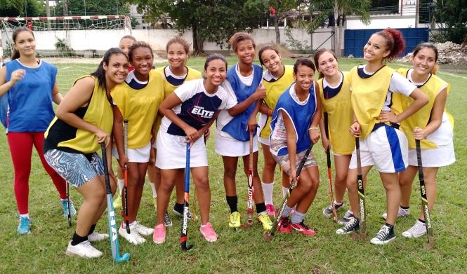 Parte das meninas que participaram da gravação na Universidade Castelo Branco
