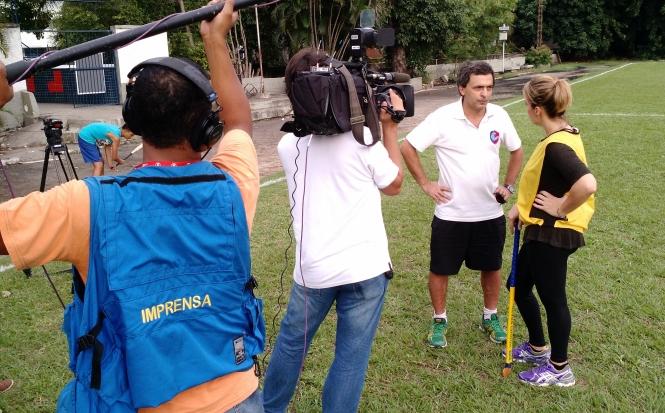 Técnico Eduardo Righi dá entrevista à equipe da TV Globo