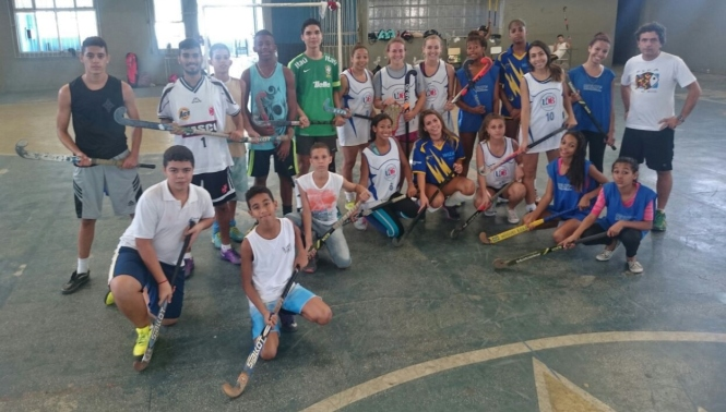 Atletas que participaram da competição com o professor Eduardo Righi