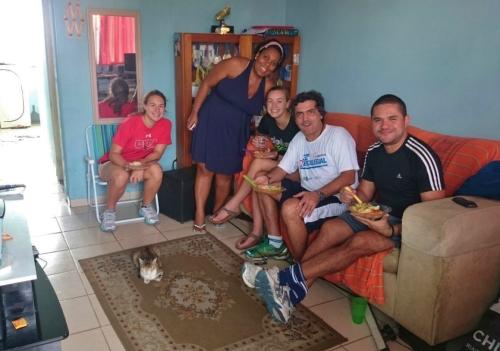Família de Thais Mendes ofereceu almoço para as americanas