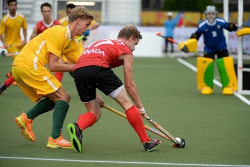 Paul Dunker tenta marcar canadense no jogo de estreia no Pan