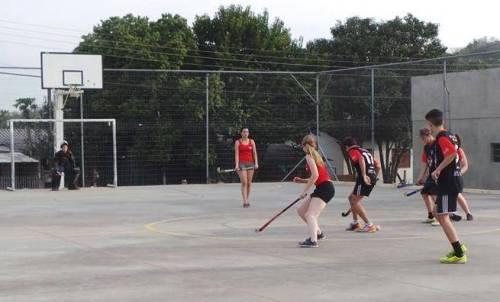 Amabile, um dos destaques da equipe feminina do Igrejinha, domina a bola
