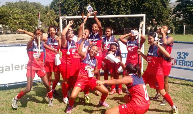 Meninas do Elpídio do Samba comemoram o título do Inter